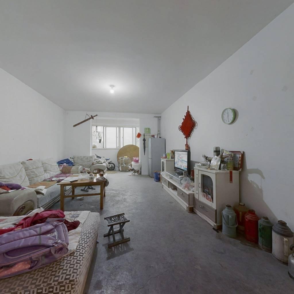 此房为平安山庄东区的朝阳三室,证过两年,可正常首付