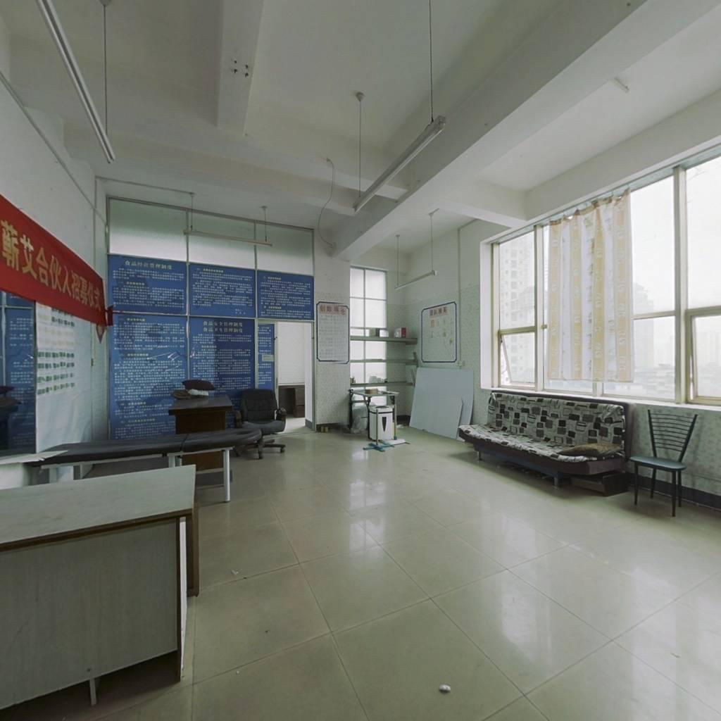 朝阳商圈 地铁口 合适办公 户型方正