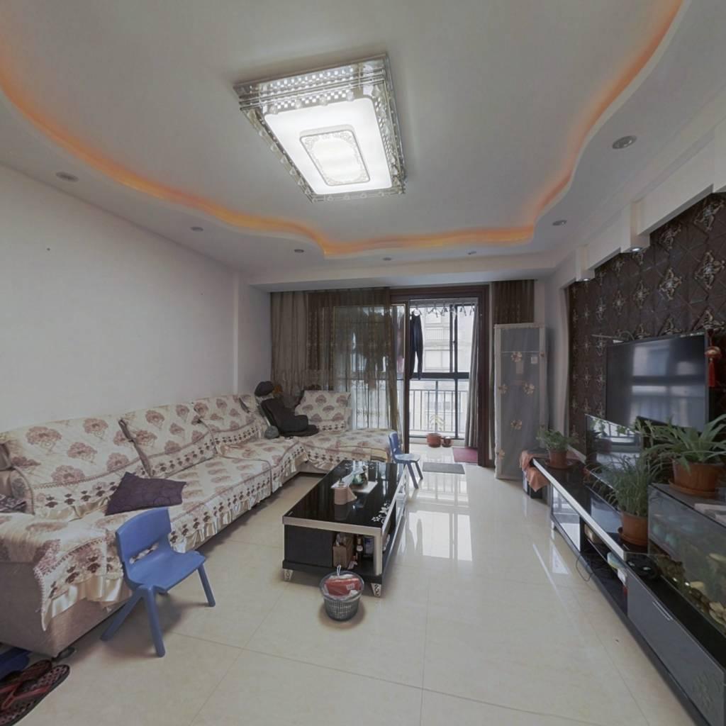 户型方正,楼层好,采光视野好,小区环境好。