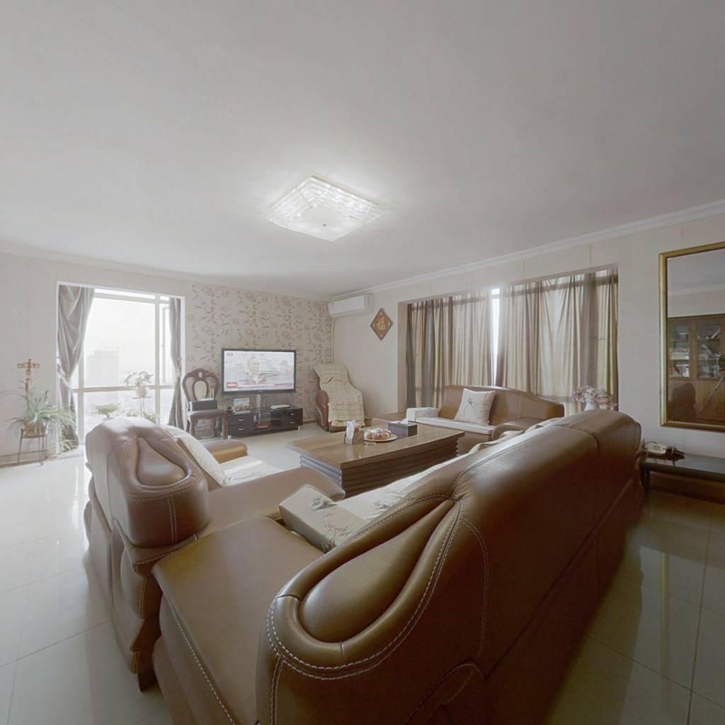 此房是住家精装修,可以看深圳湾海景!