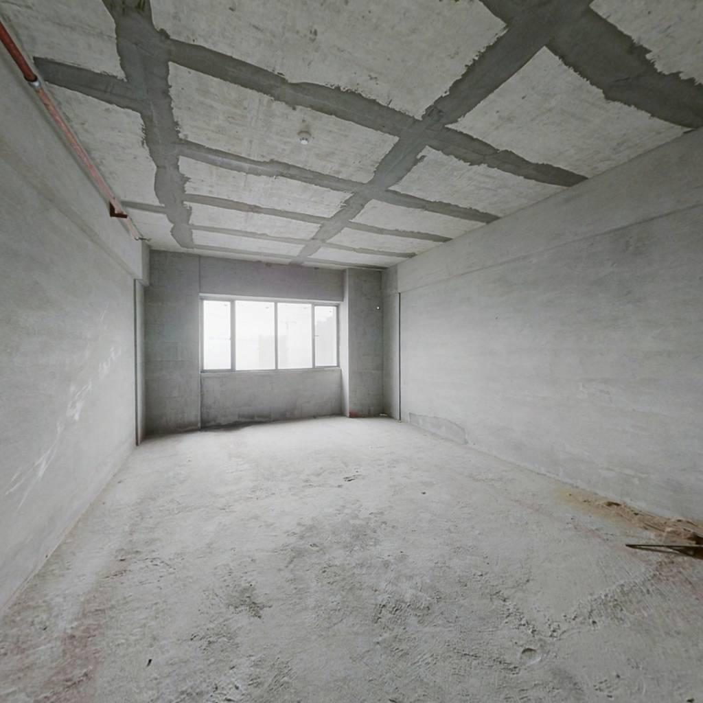 金桥国际公寓现房清水毛坯出售!
