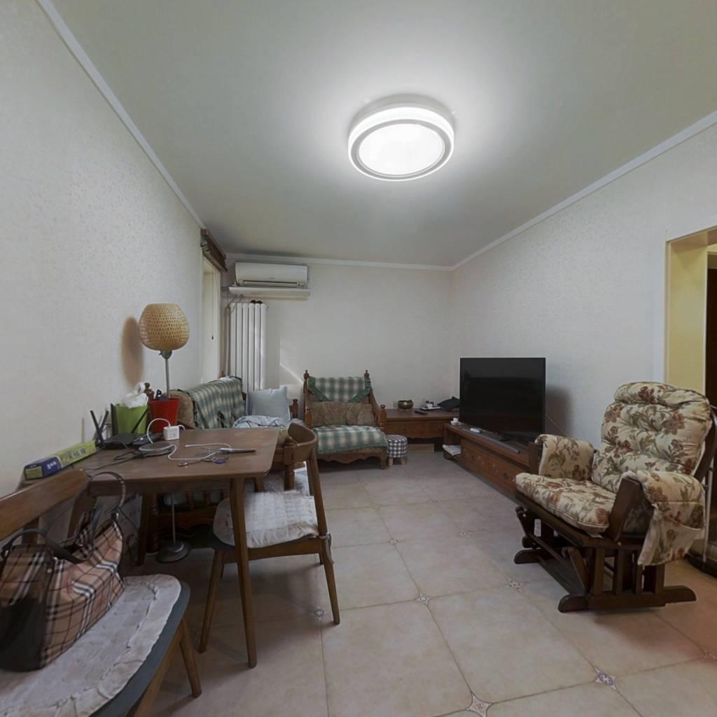 低楼层精装修三居室,满两年公房