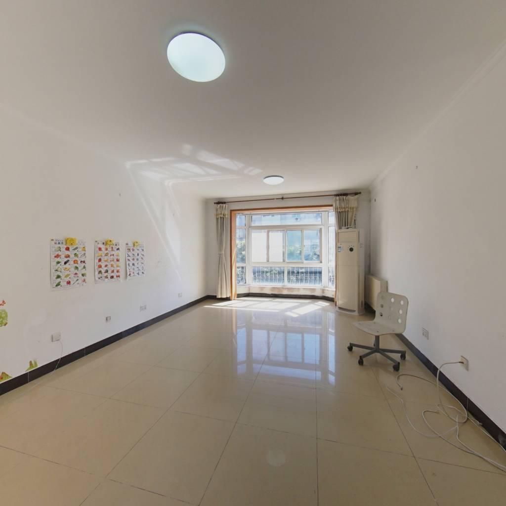 三面朝阳 中间楼层 户型方正的大三居室 业主诚心出售