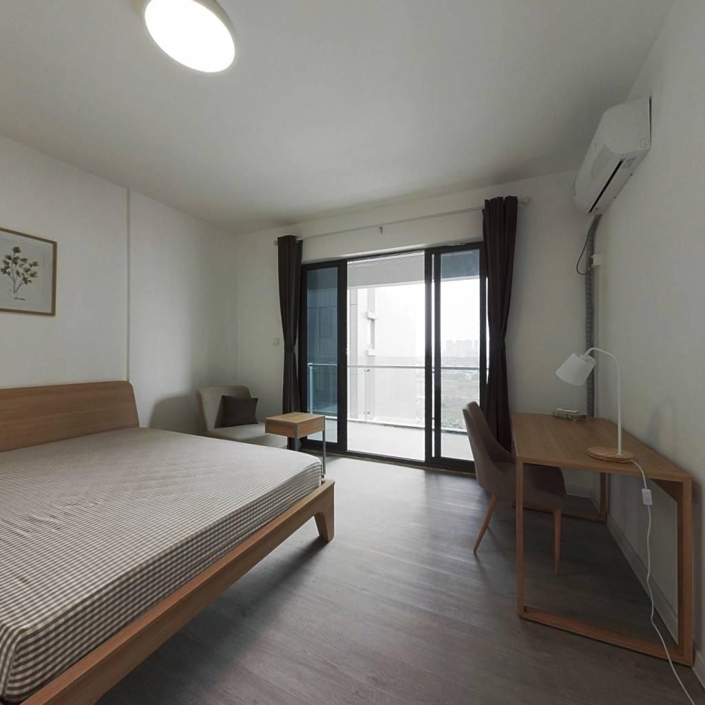 合租·绿地中心云锦468 5室1厅 东卧室图