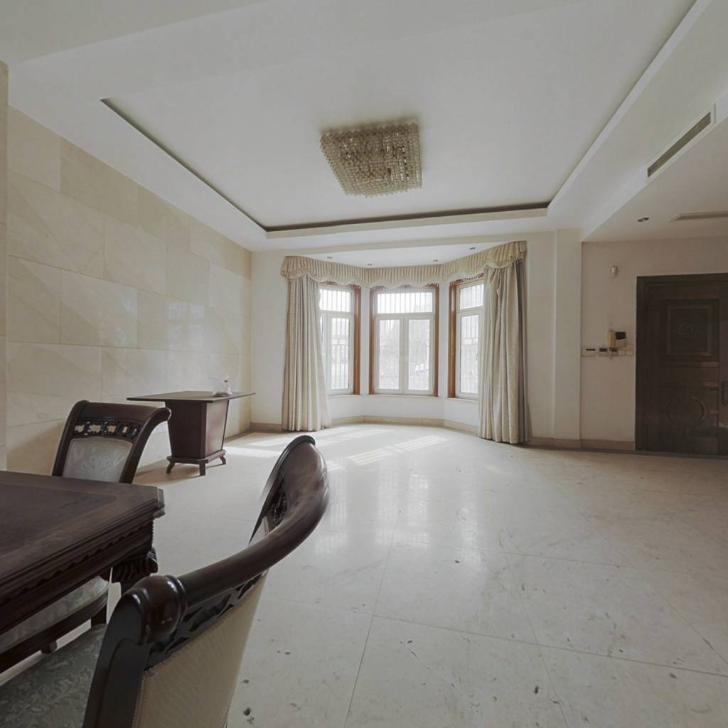 西巷独栋别墅  带200平私家花园  位置安静