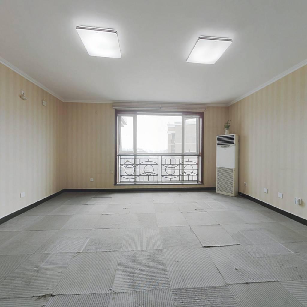 曙光花园 满五年三居室 单价低 有地上车位