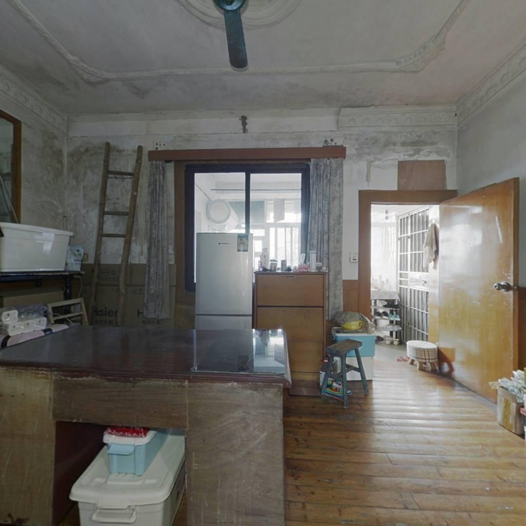 铁路机务段宿舍,洪都南大道麦德龙旁。