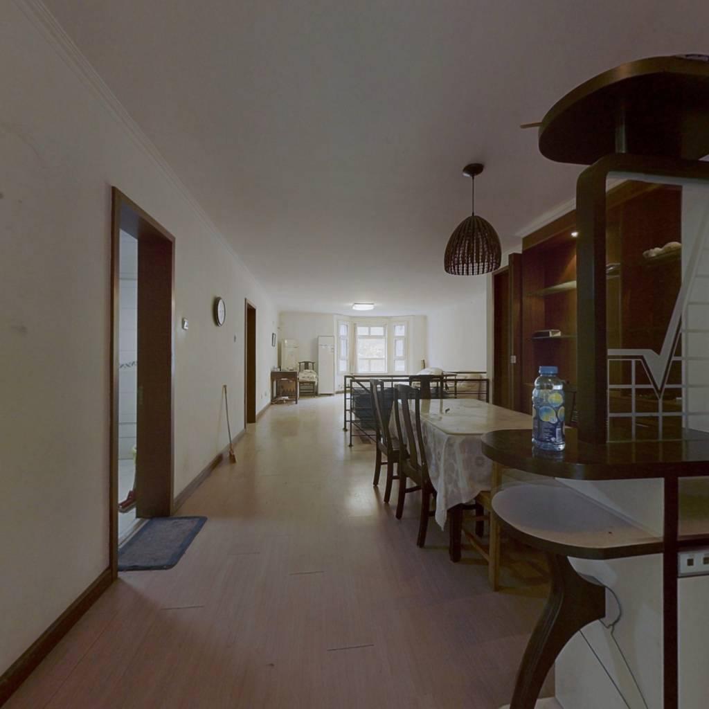 一层带院子三居室,和下跃有采光天井,有钥匙随时看房