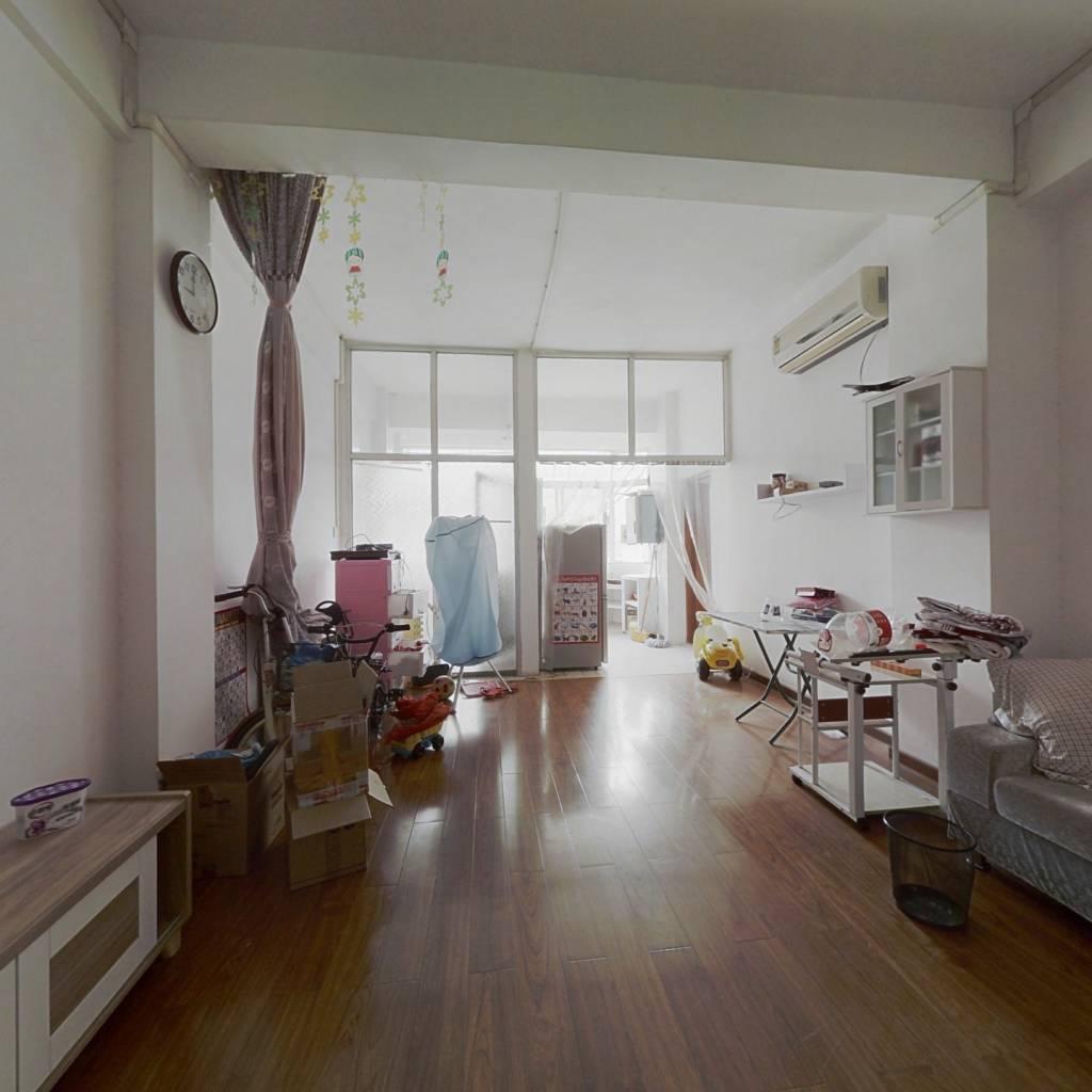 业主重新装修过,1房1厅,拎包入住