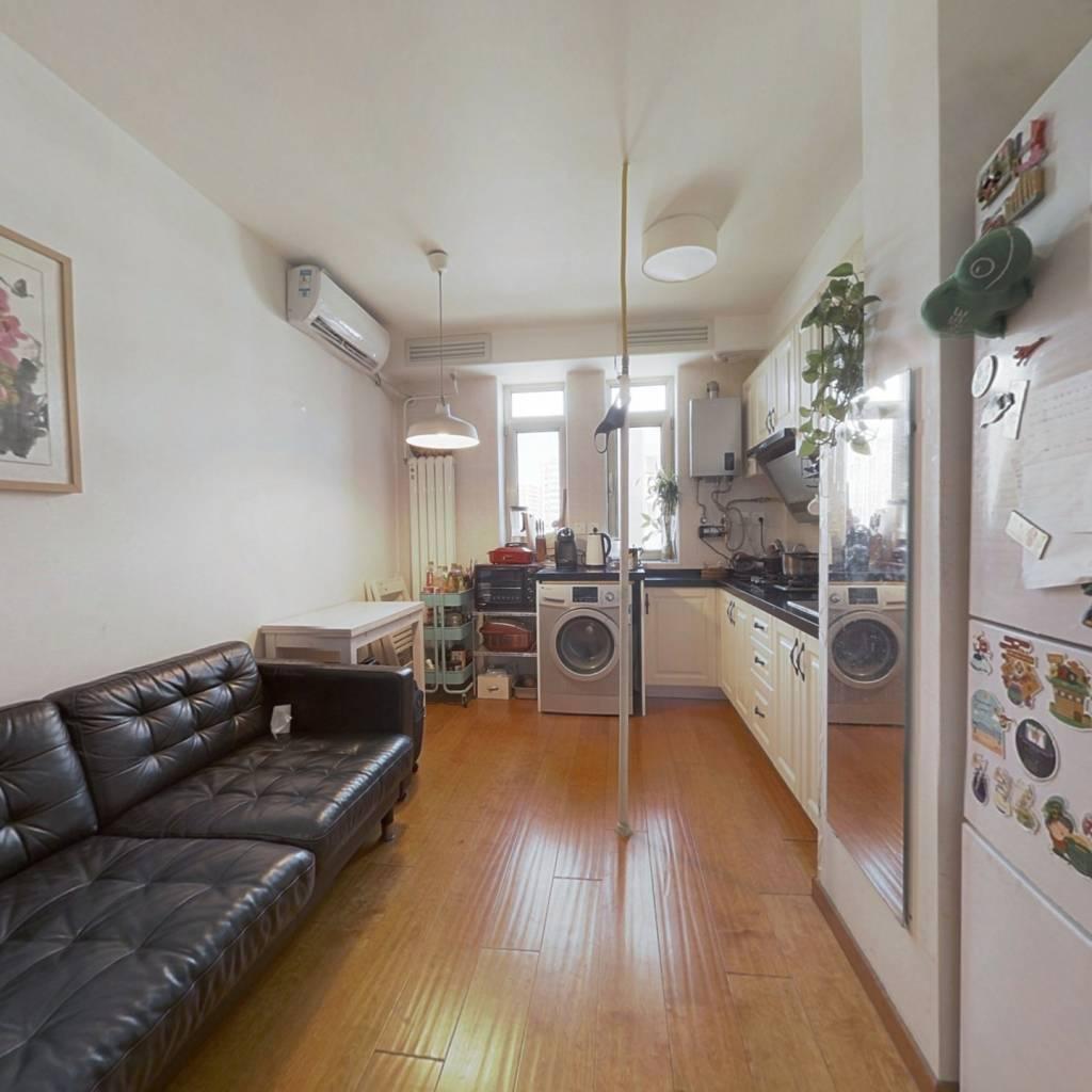 西城区二环里,南北通透 户型方正 精装修 两居室