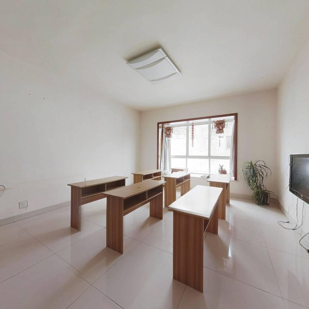 此房满两年、简装修拎包入住、小区环境优美、户型方正