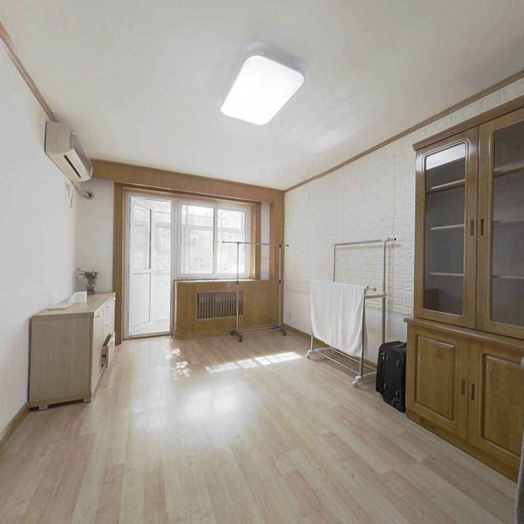 中间层南北通透,有客厅三居室,满五年,格局好