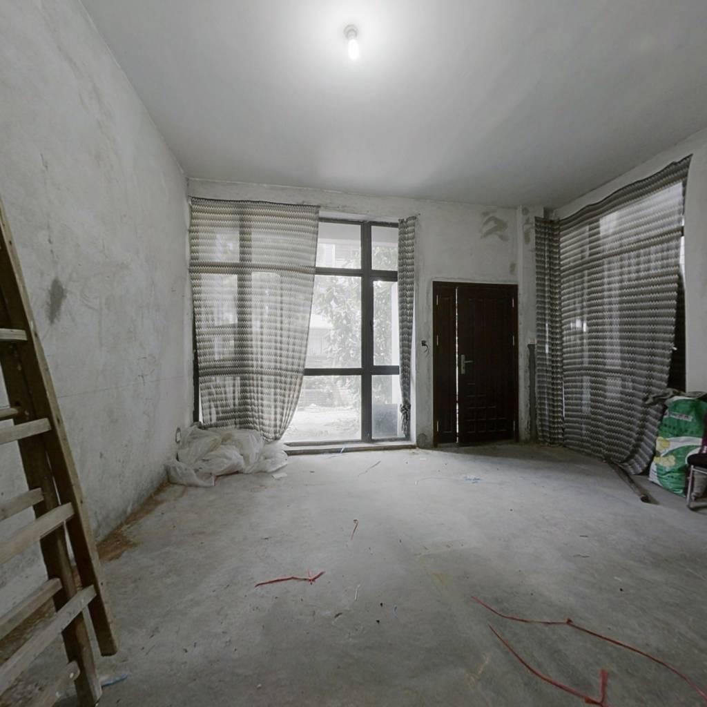 时代糖果别墅 三层半加地下室 带花园带3个有证车位