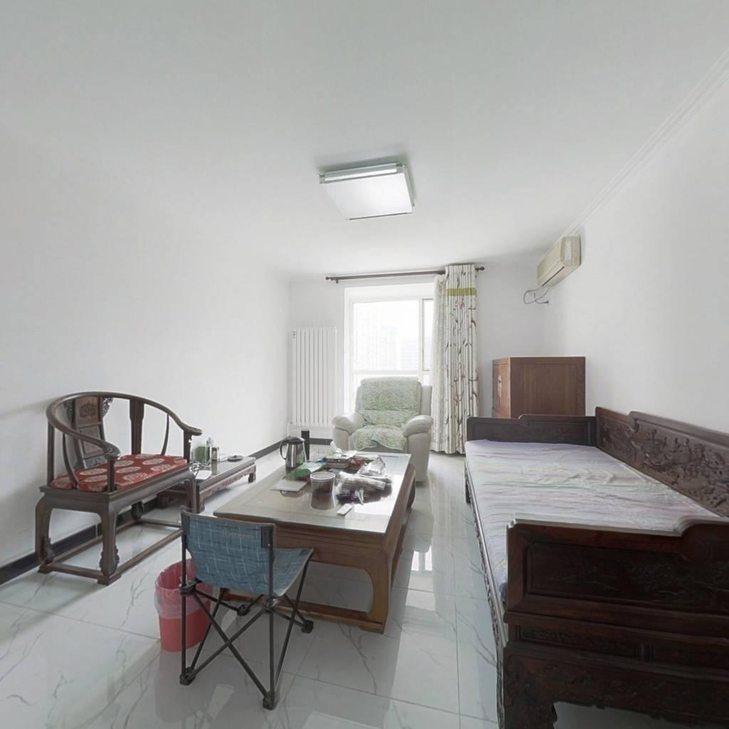 莱圳家园南北通透三居室 双卫,中间楼层,看房预约。