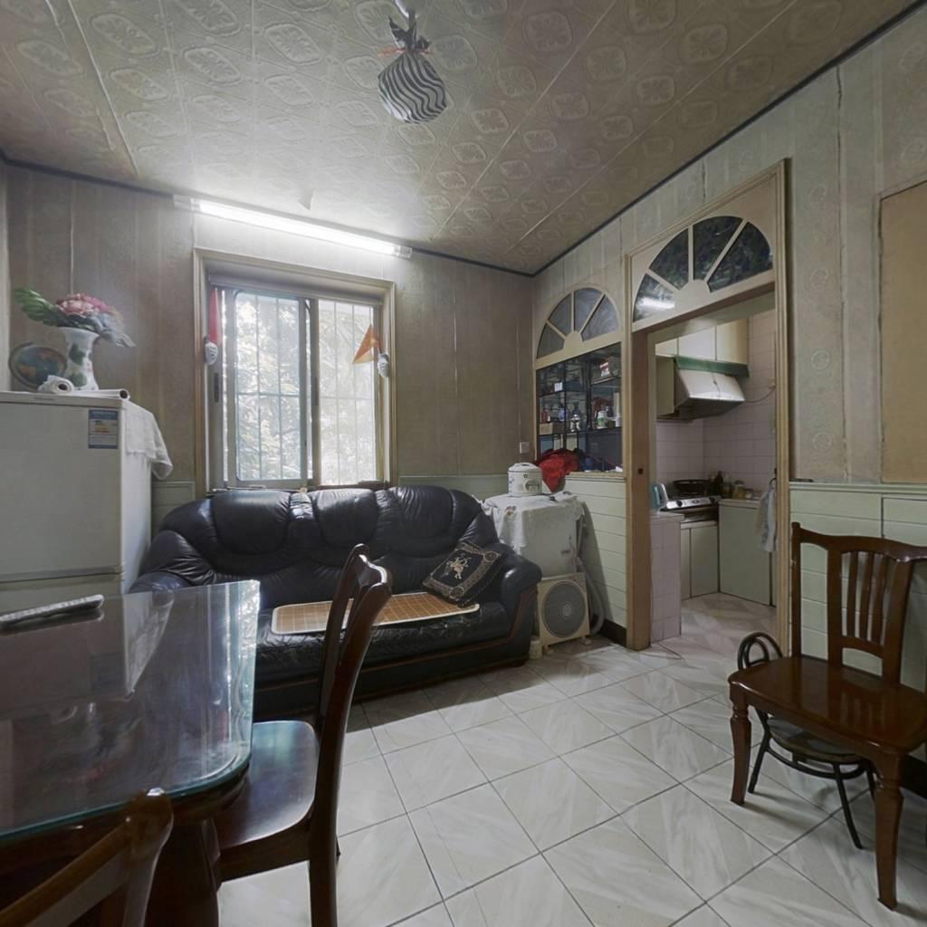 此房是西边套,楼层低,业主诚心出售