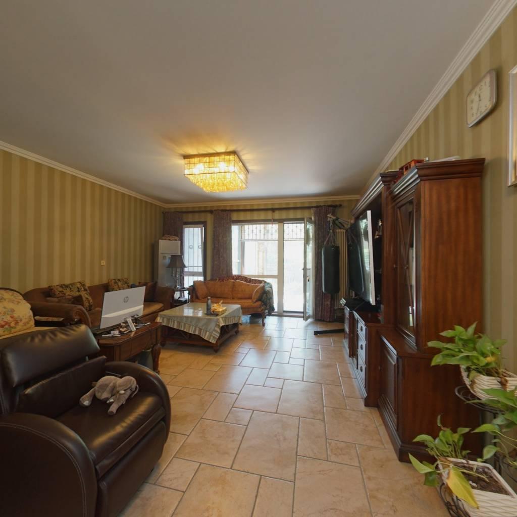 客厅3卧室朝南,独门独院下叠拼别墅,私家花园,大4居