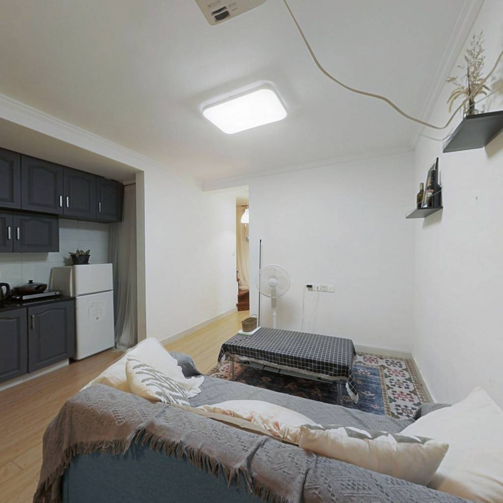 两房朝南 私房精装修二层翻建 实用面积可达80平