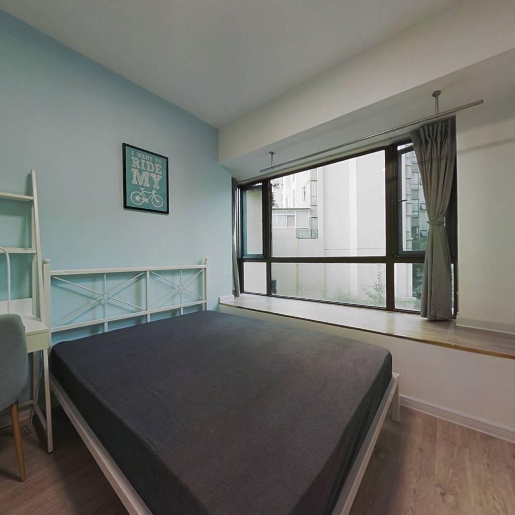 合租·世豪瑞丽 4室1厅 东卧室图