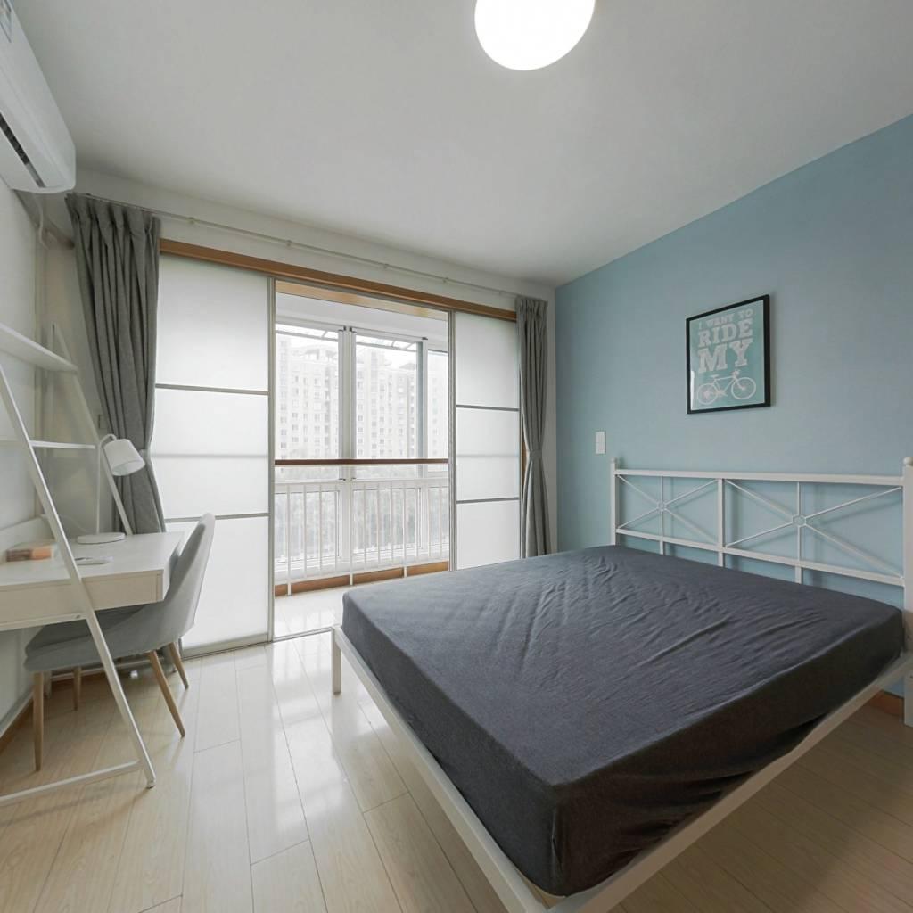 合租·浪琴翠园 4室1厅 南卧室图
