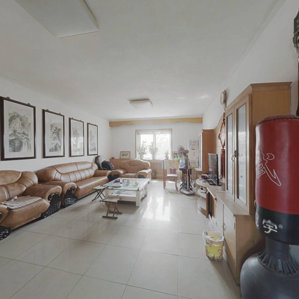 通透户型  中间楼层、楼间距大、采光充 足看房方便