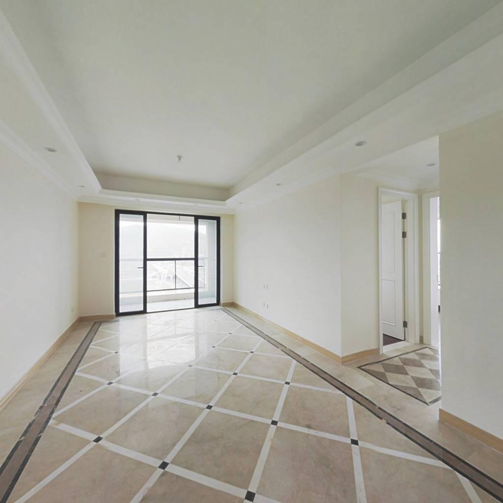横琴住宅区  口岸直线300米 正规三房 精装高层