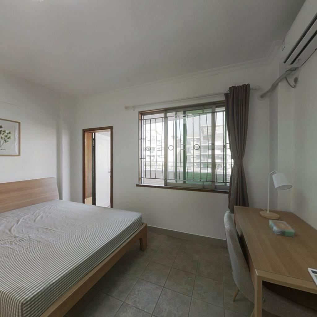合租·芳华花园洛湖居 4室1厅 南卧室图