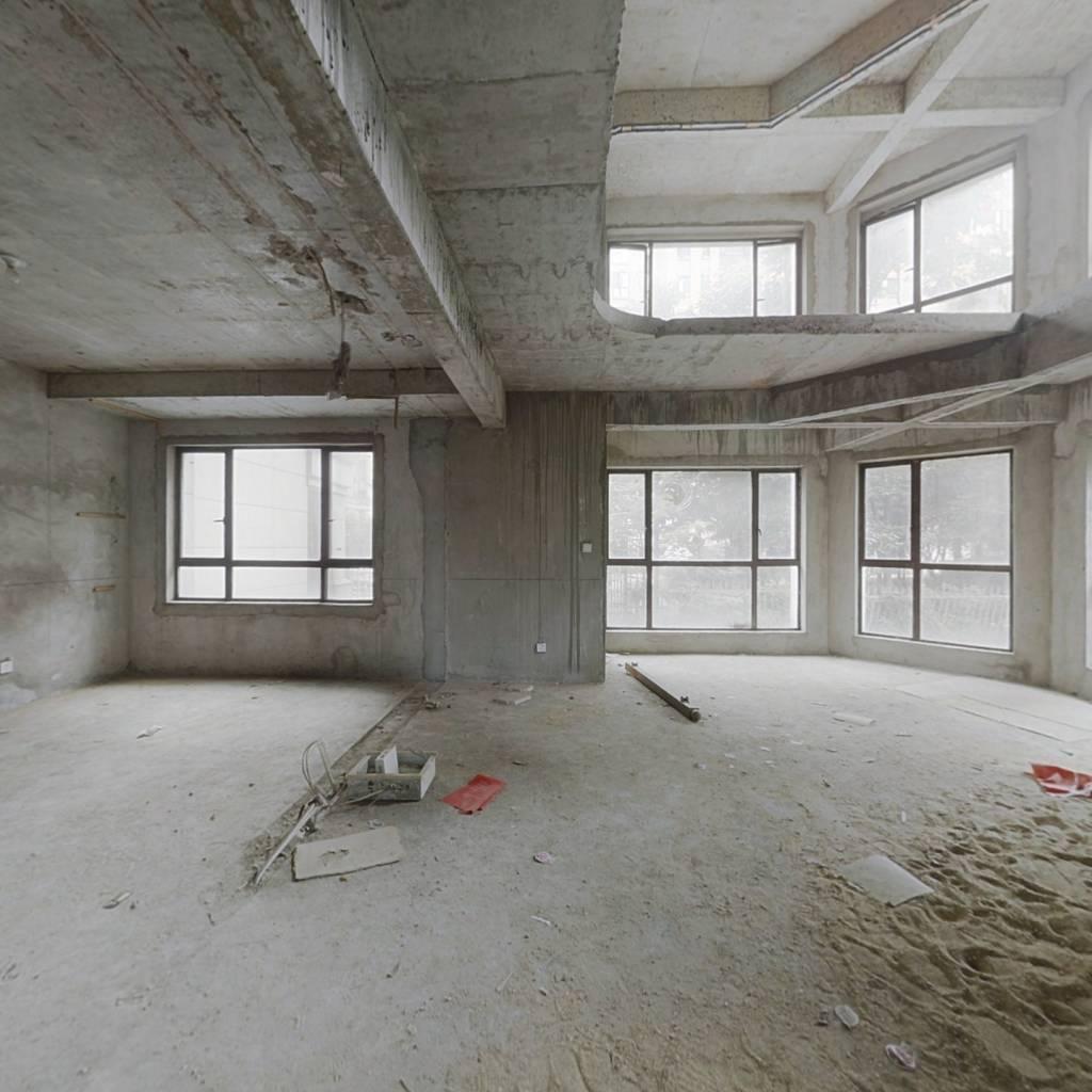 复式楼带明亮地下室 1楼带90平花园 实际面积300多平