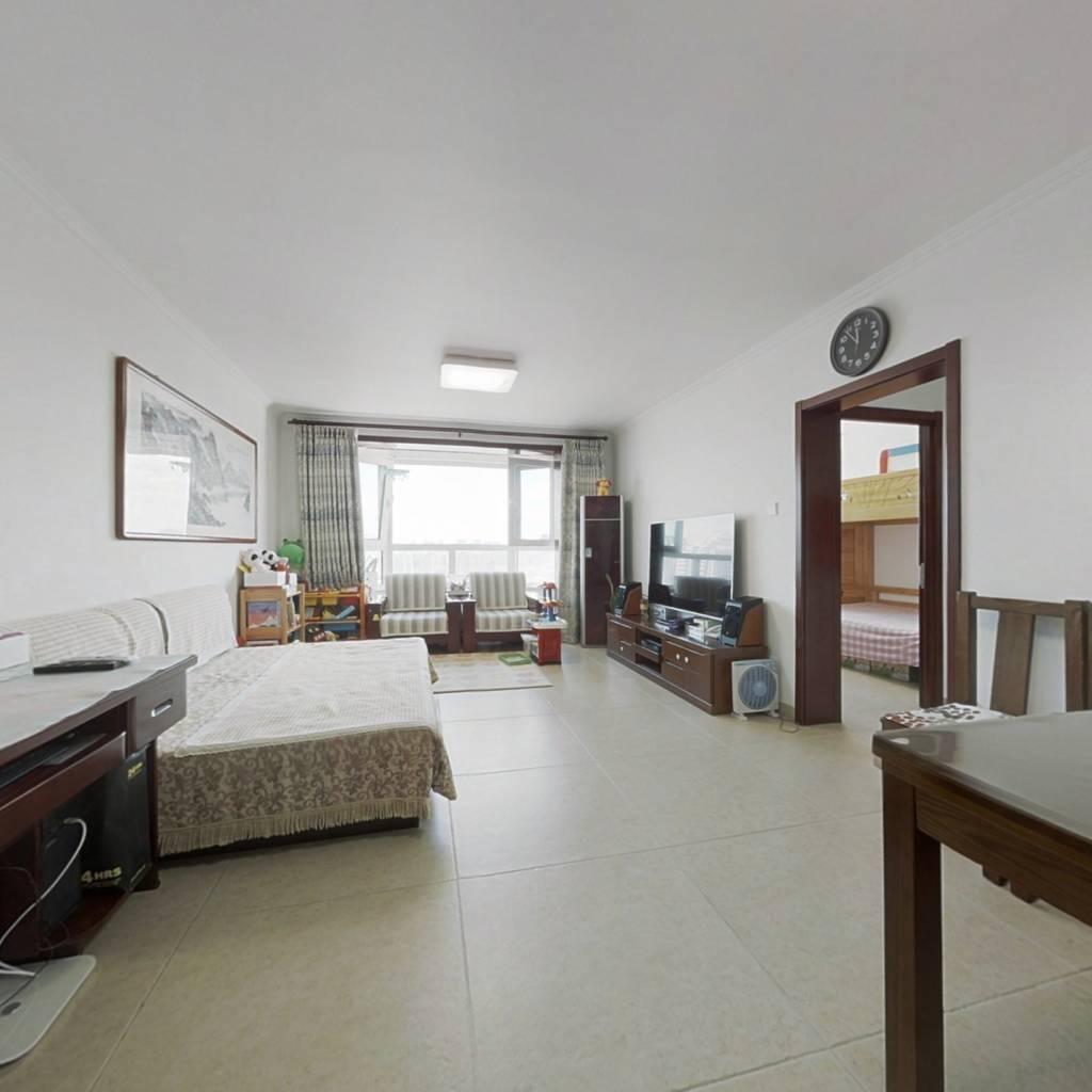 东南大两居,高层视野宽阔采光充足,精装修诚意出售。