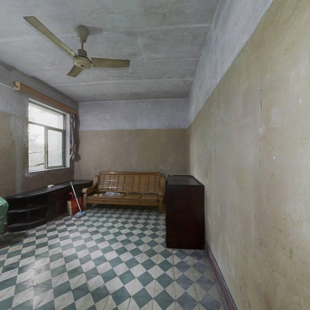 : 房子位置好 楼层适中 简单装修 住家安静 出行方便