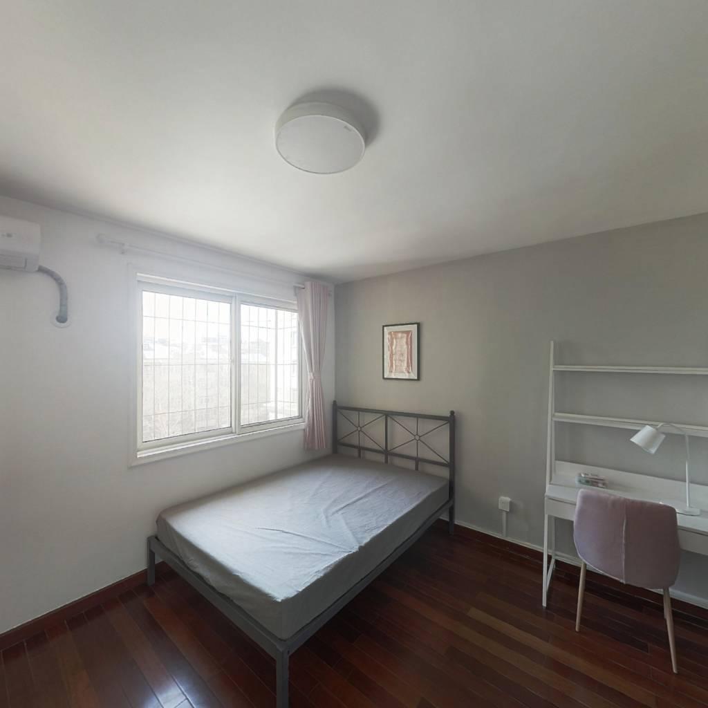 合租·云华里 3室1厅 南卧室图
