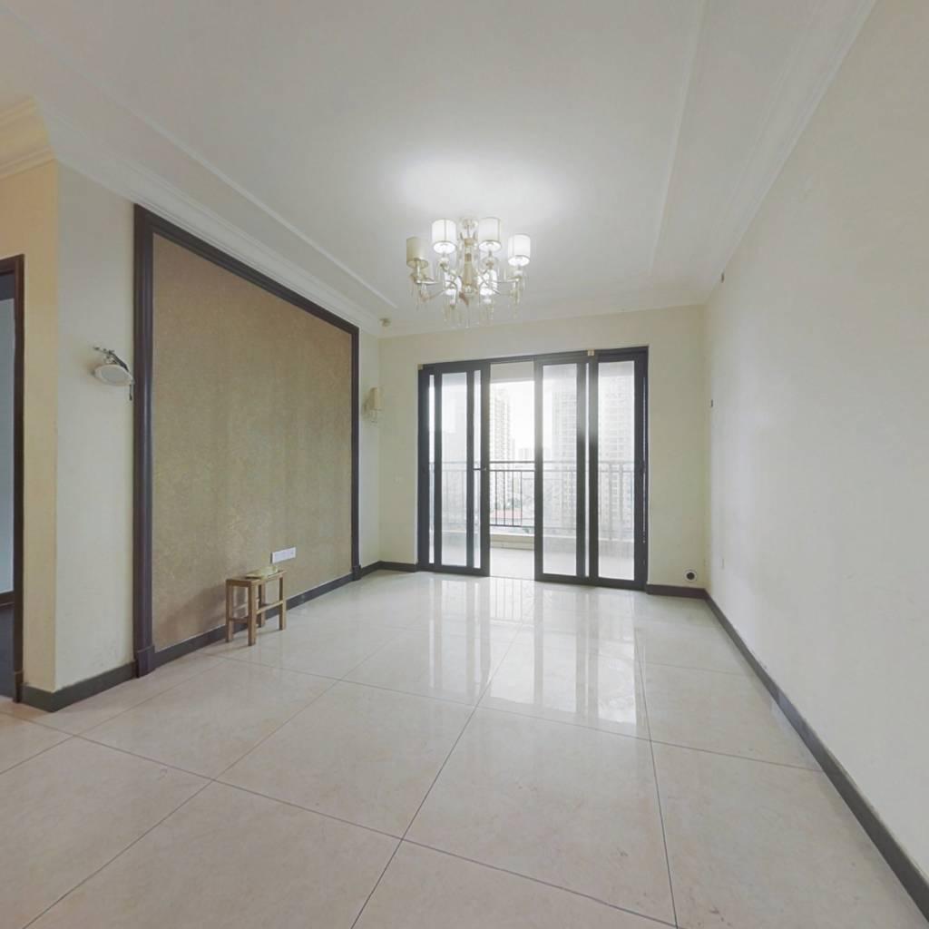 房东诚心出售。精装两居室。中高楼层。采光视野好
