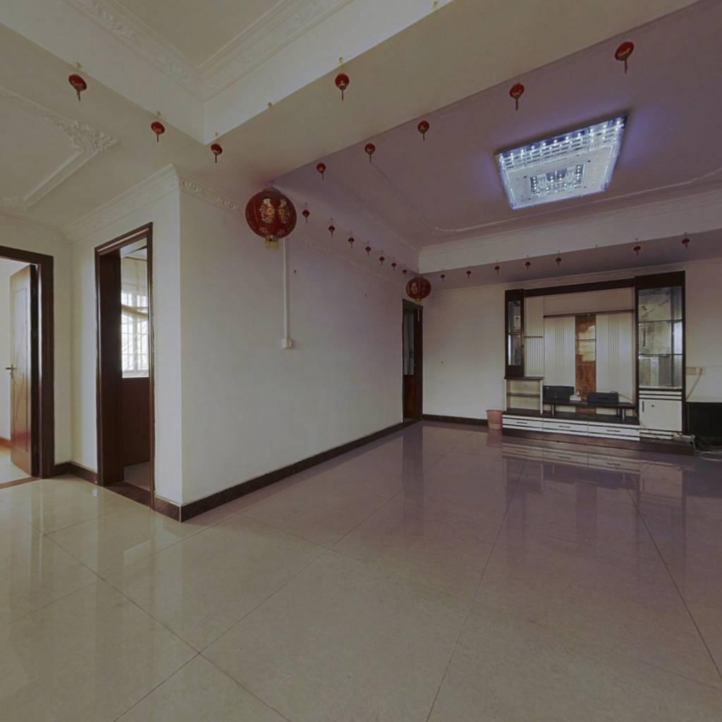国泰楼大3房,户型方正实用,可入户