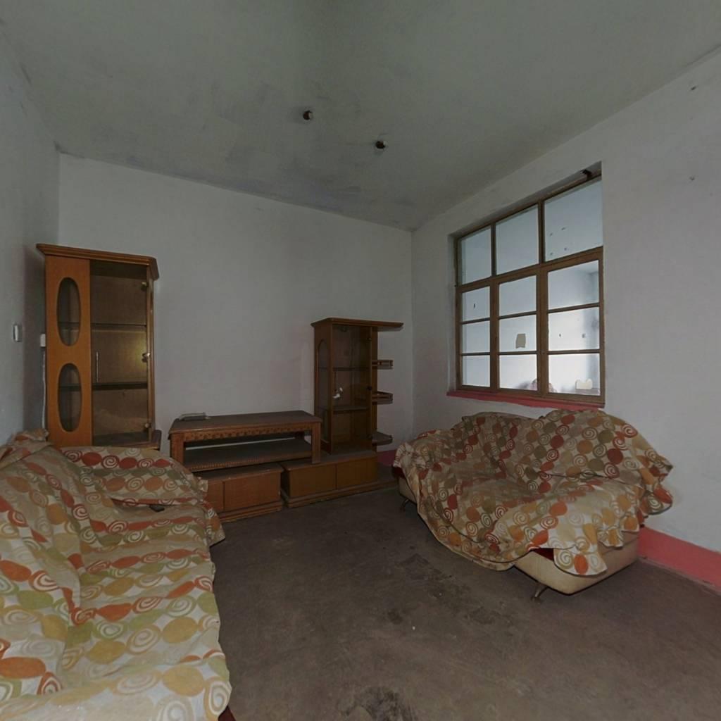 龙潭小区 3室1厅 南