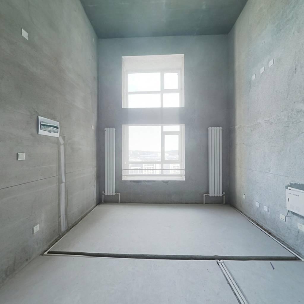 大连北站毛坯复式公寓 上下两层楼层好视野好