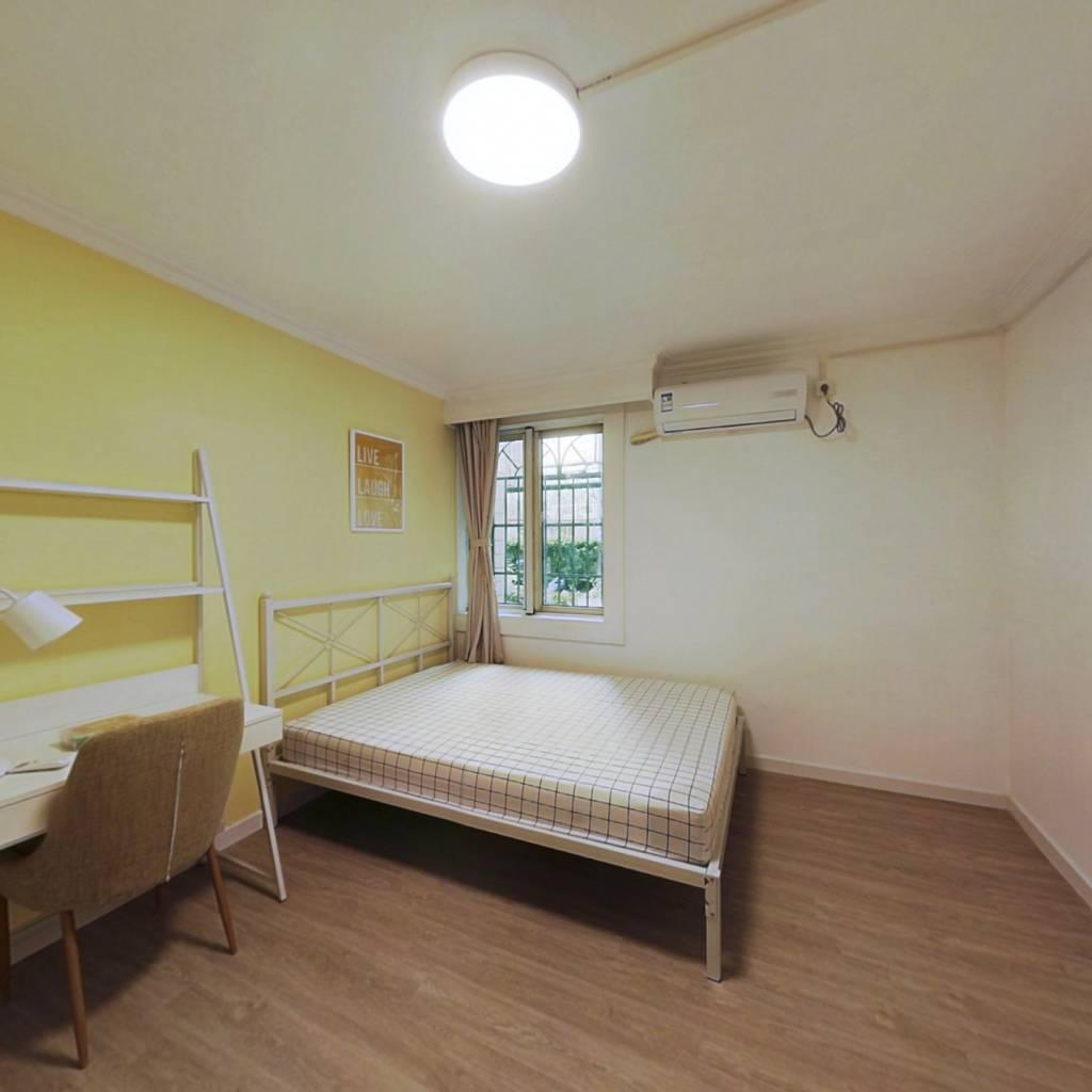 合租·屹立公寓 3室1厅 南卧室图