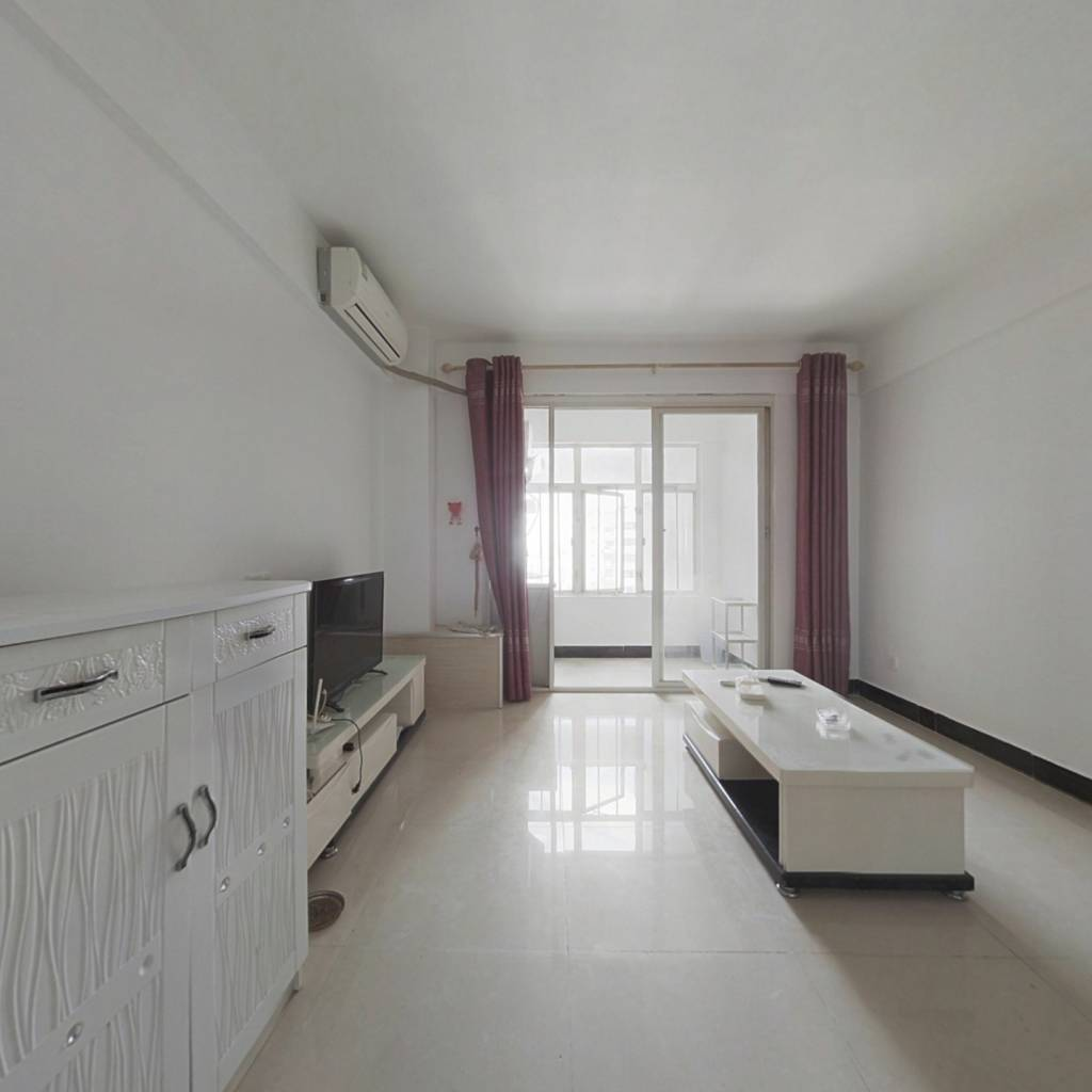 精装修一房一厅 采光通透 户型好 拎包入住