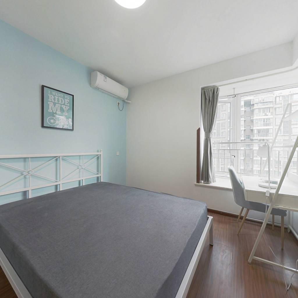 合租·北回归线一期 3室1厅 西卧室图