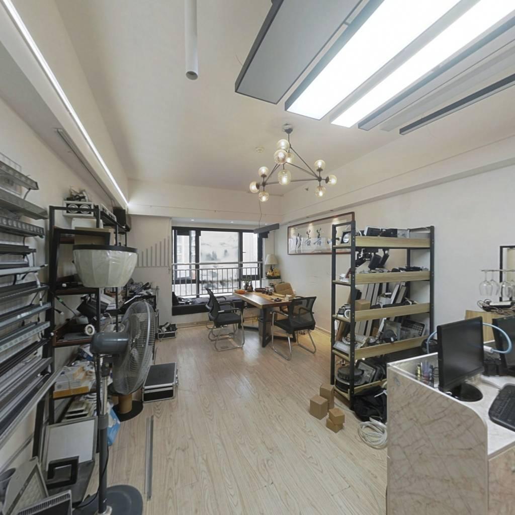 万达标准单身公寓,单价低,收益高,装修清楚