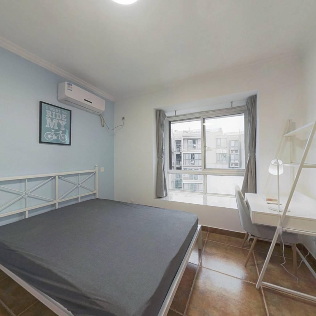 合租·北回归线一期 4室1厅 东卧室图