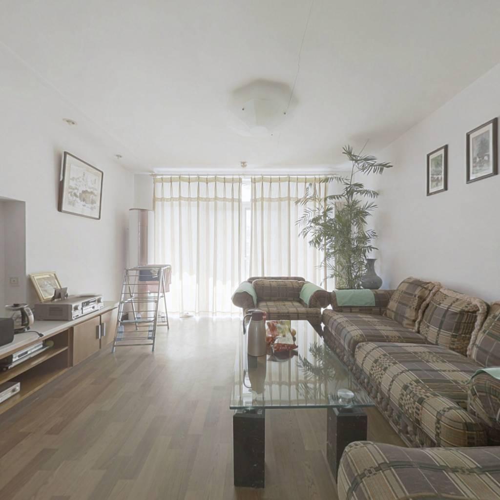 房子精装修四楼带阁楼实际使用面积大,小区稀有户型