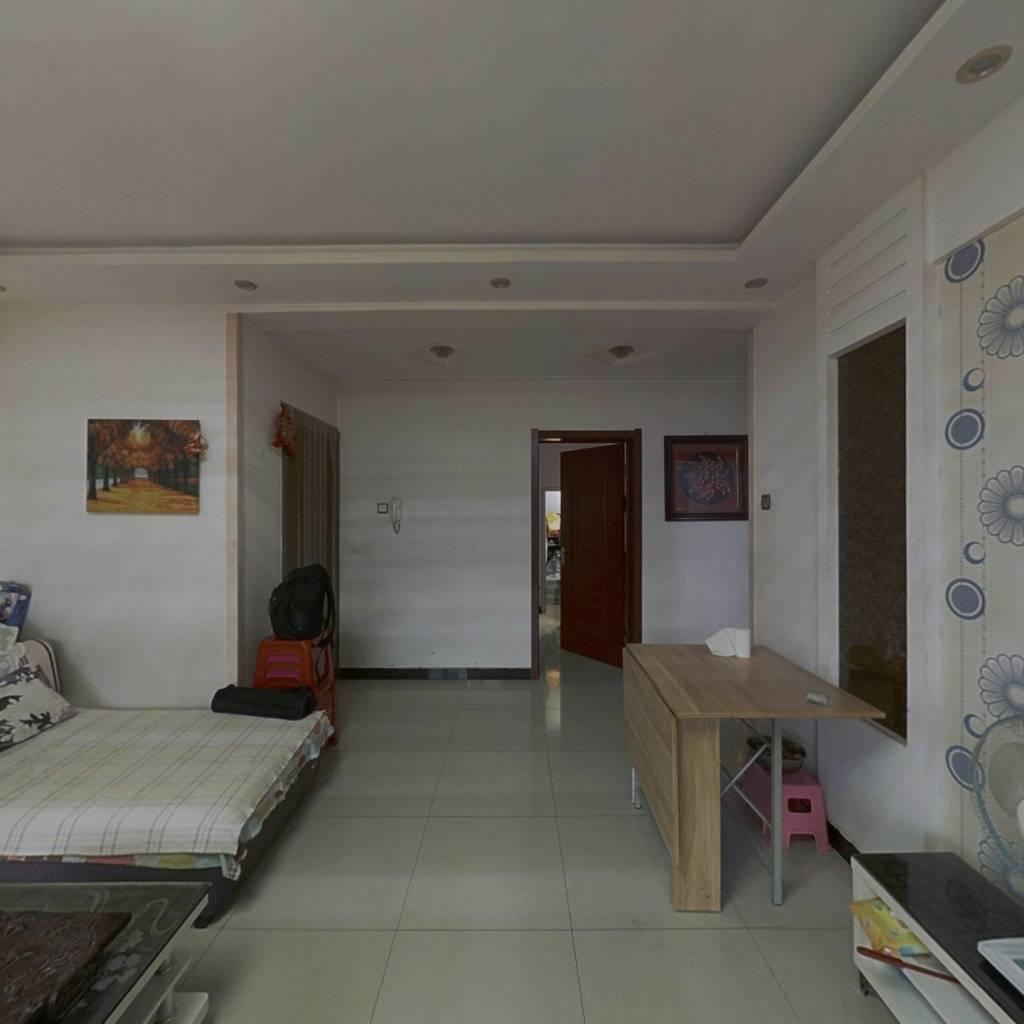 房主诚心出售,看房方便,价格可议,速来看房。