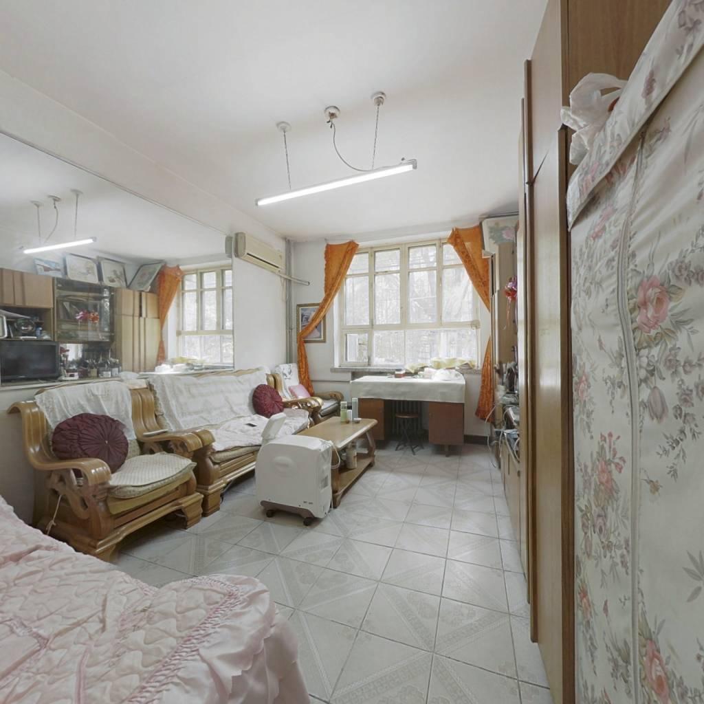 此房满五年单位公房,南北通透,厨卫全明