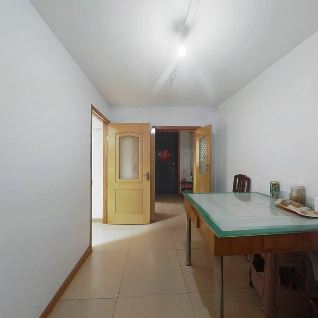 房子采光好南北通透的户型,各个卧室都有窗户