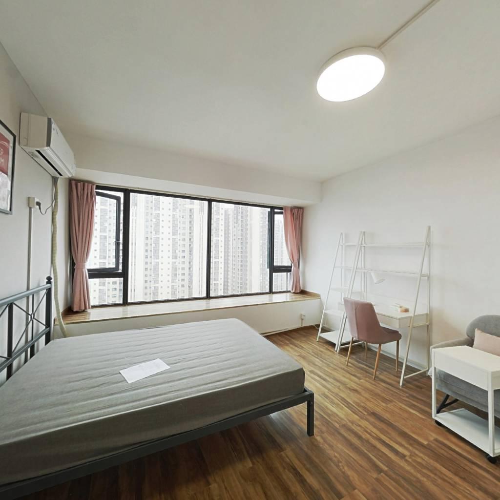 合租·建发鹭洲国际 4室1厅 东卧室图