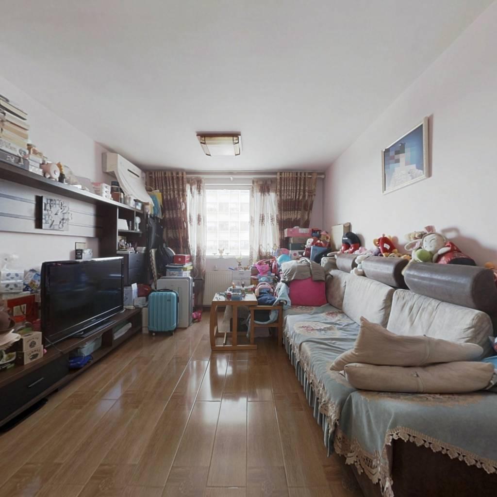 逸成东苑精装修两居室,中间楼层,满五年唯一住宅