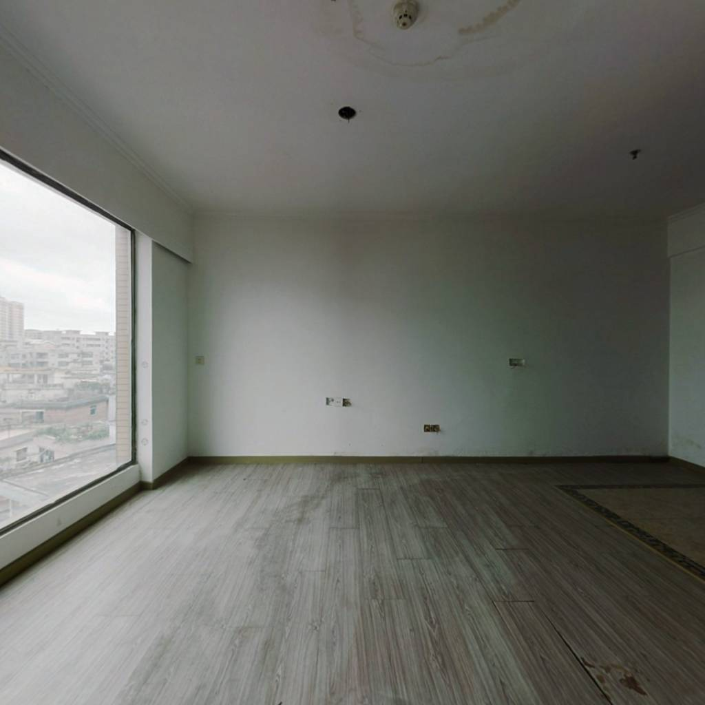 电梯房,高楼层,采光通风好,装修保养好