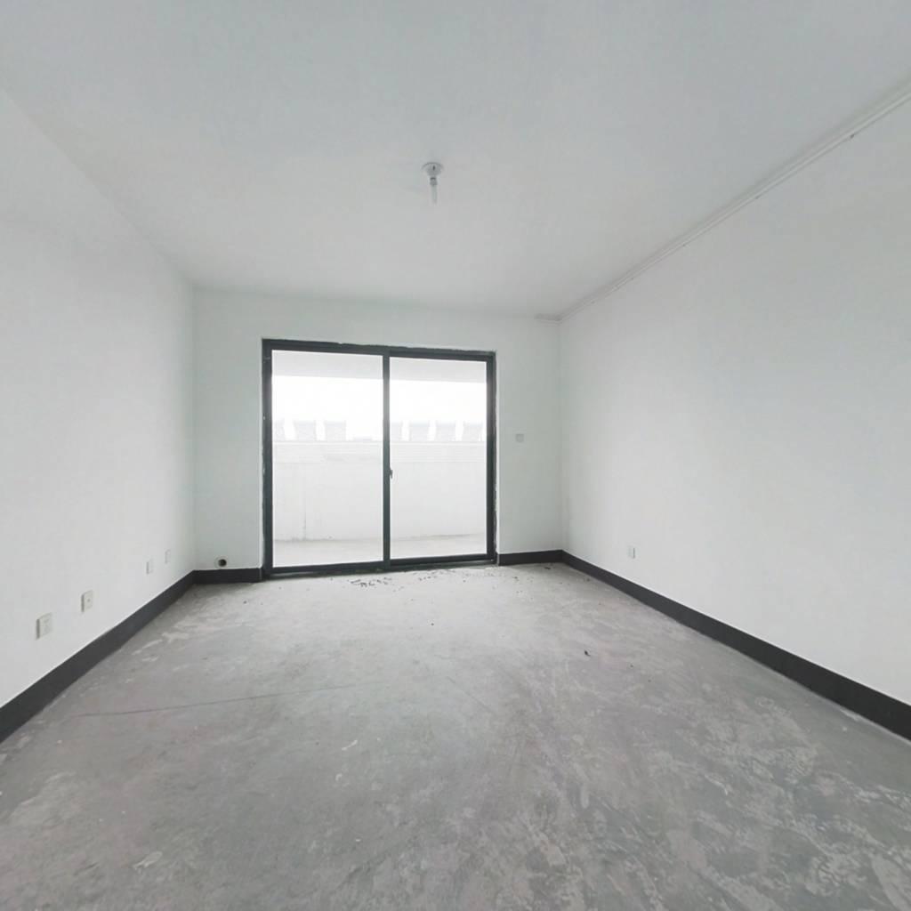 房东诚心出售,此房视野宽阔,配套成熟,看房方便