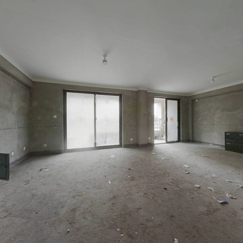 白鹭金岸普罗旺斯洋房一楼带院 有负一院子面积大 急卖