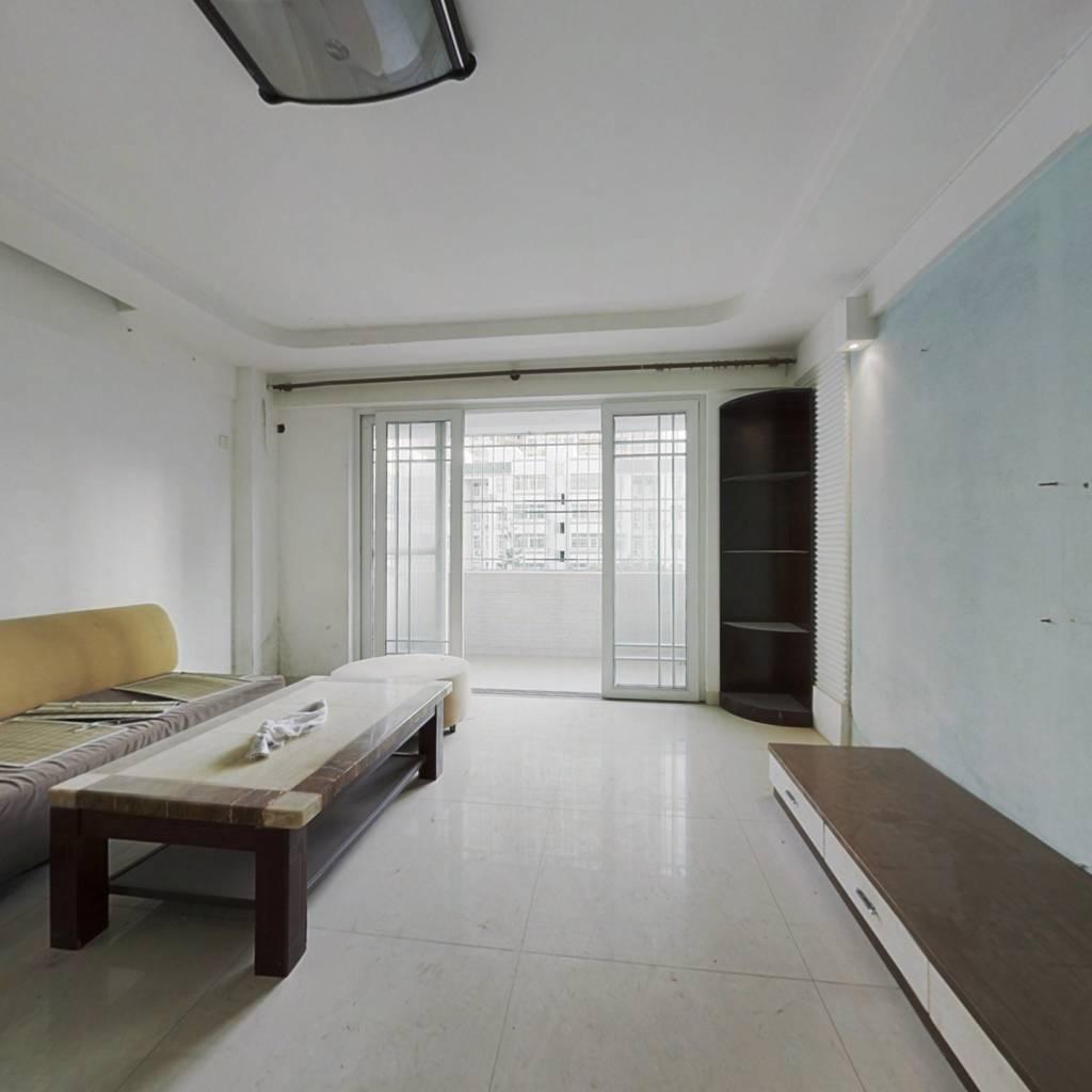 房子业主诚意出售,价格便宜,适合居家