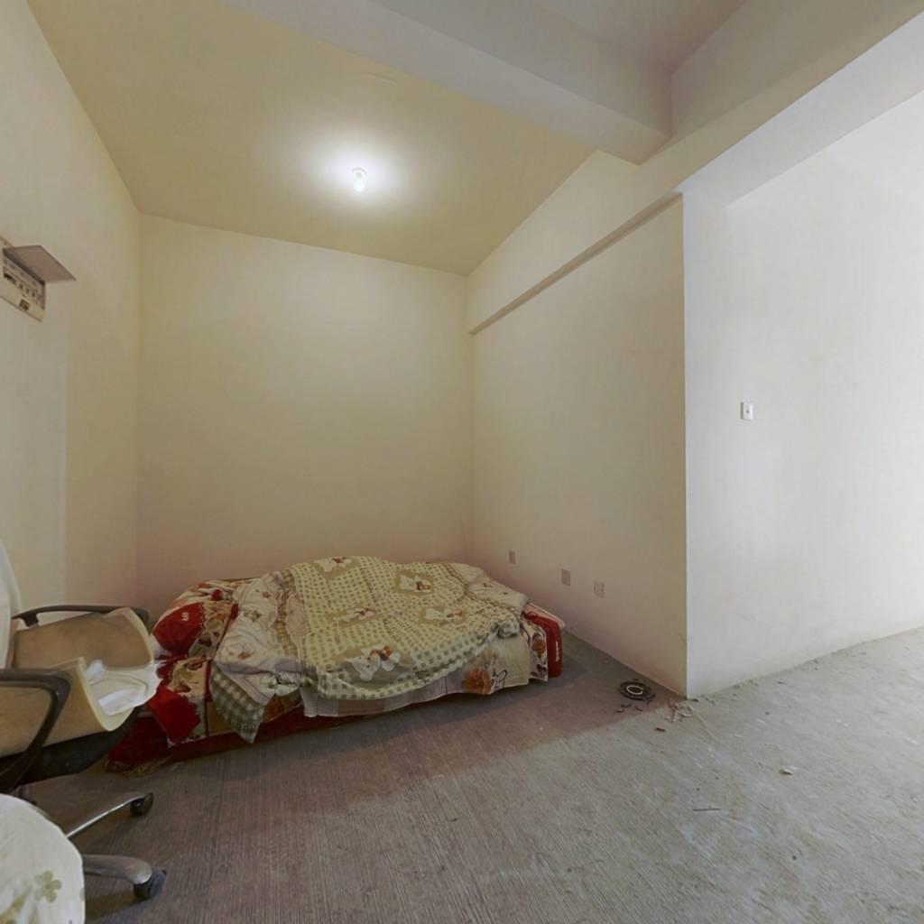 建材城旁 套2公寓 户型方正 采光充足 房东诚心出售